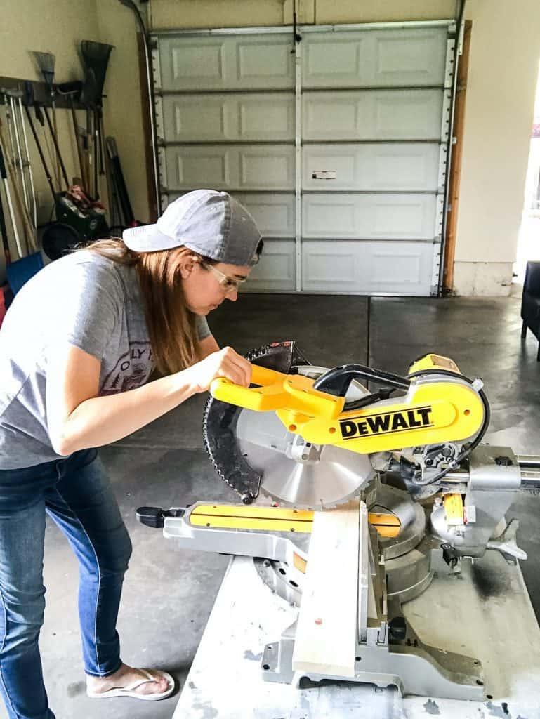 woman-miter-saw