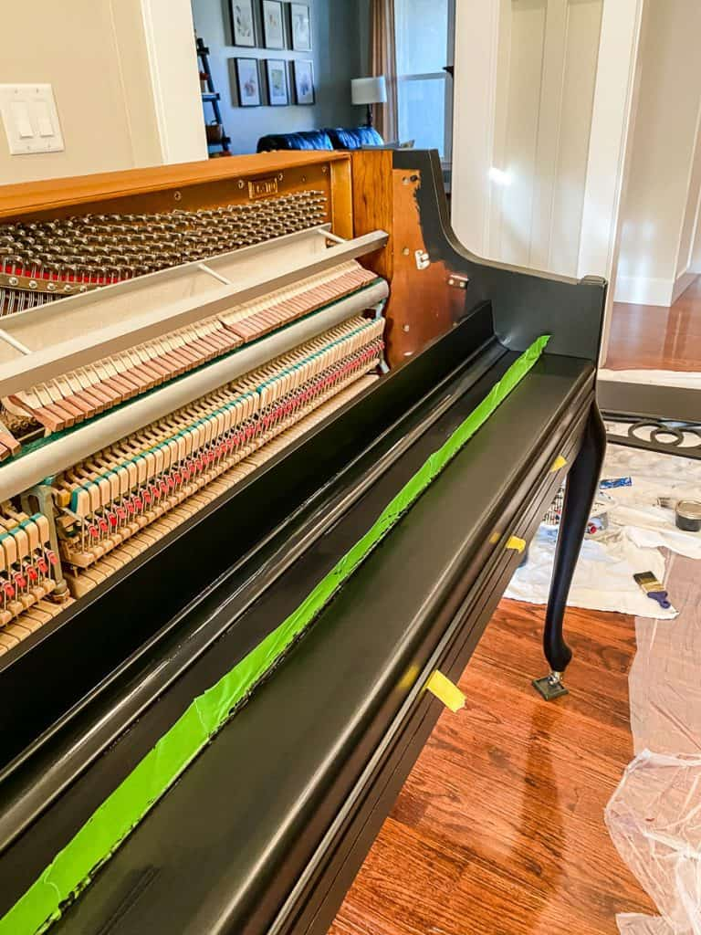 Piano with frog tape
